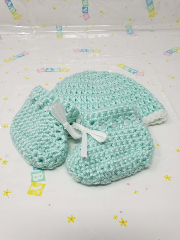 Green newborn booties and hat set